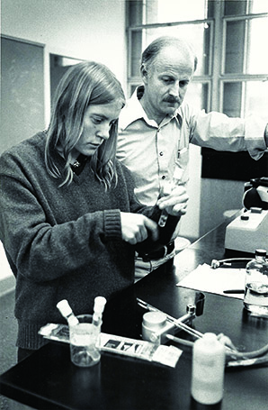 Bill Purves and Anne Marie Stomp, then a Ph.D. candidate from the University of Connecticut, set up and taught the first HMC biology laboratory.