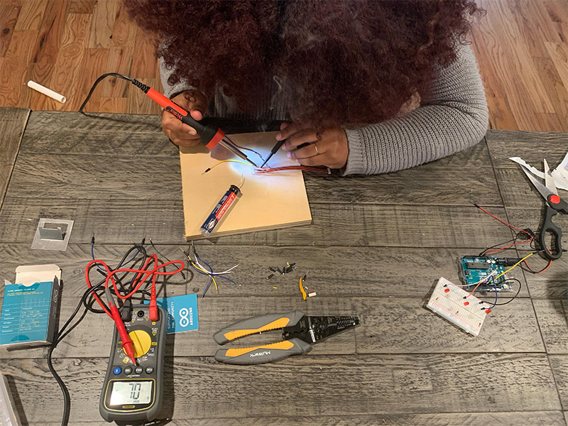Hillary Rodriguez '21 builds a remote sensor to collect air quality data as part of the CEHAT CS Clinic.