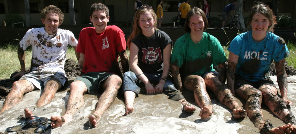 Mudd students in mud