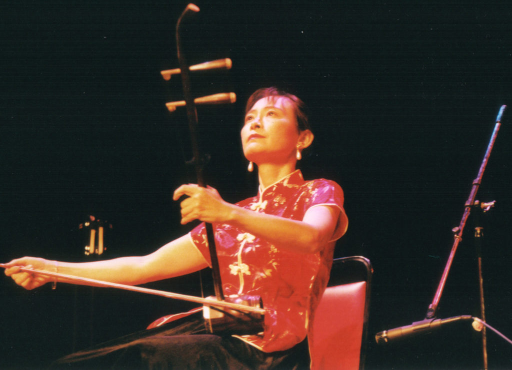 Chi Li plays the erhu