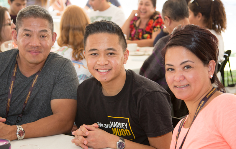 Family members celebrating Harvey Mudd Family Weekend