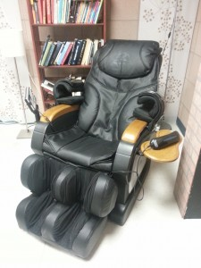 Courtesy of the HMC Wellness Office, the LAC has a luxurious massage chair available to all students!
